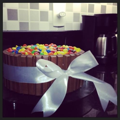 Ela faz aniversário e a gente ganha o bolo-presente!